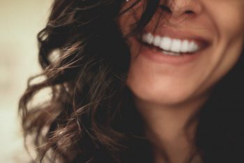 معجون أسنان مبيض